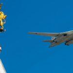 Во время парада Победы в Москве авиация над Красной площадью пролетит 16-ю группами